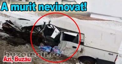 Un Mercedes a izbit direct în portiera autoutilitarei Dacia